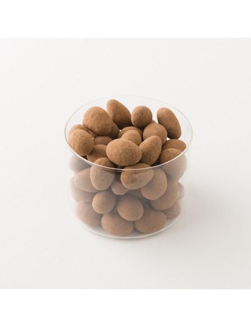 Intérieur d'un paquet d'amandes Damiano au chocolat