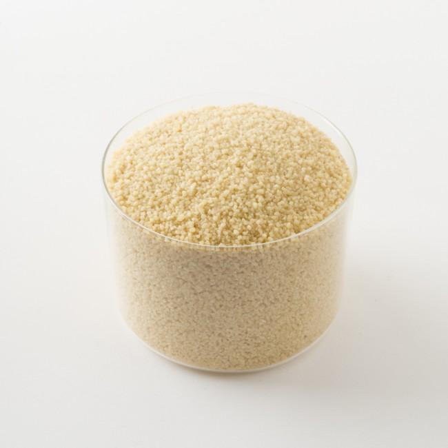 Détail d'un paquet de couscous bio semi-complet de 500g.