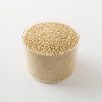 Zoom sur un paquet de couscous bio complet de 500g.