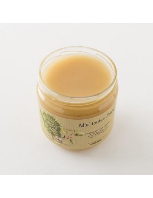 Intérieur d'un pot de miel toutes fleurs