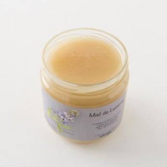 Intérieur d'un pot de miel de Luzerne