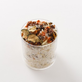 Intérieur d'un paquet de risotto aux légumes artisanal